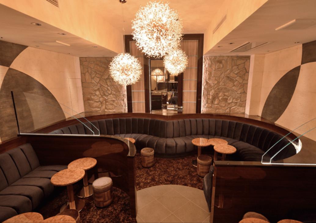 銀座の高級クラブ、ドゥオーモの店内画像