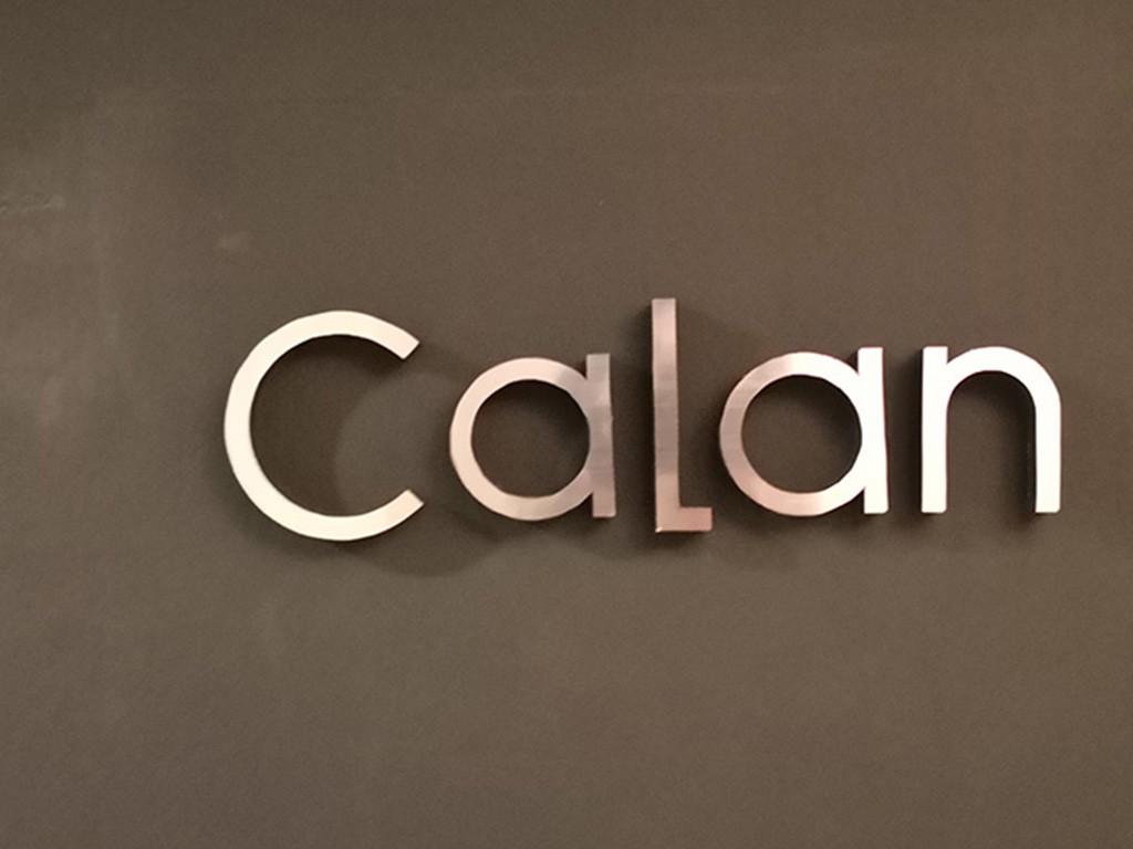 西麻布カラン〜CALAN〜の看板