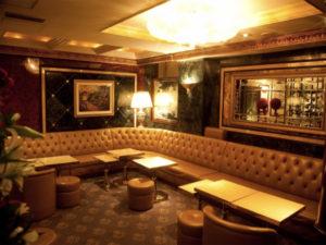 銀座の高級クラブ、ロイヤルガーデン(RoyalGarden)の店内画像